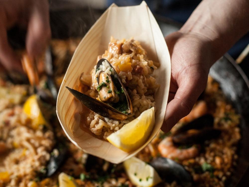 Паэлья Valencia с курицей и морепродуктами (мидии, кальмары, креветки)